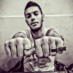 Emis Killa: il rapper italiano che deve tornarsene a casa a mangiare spaghetti